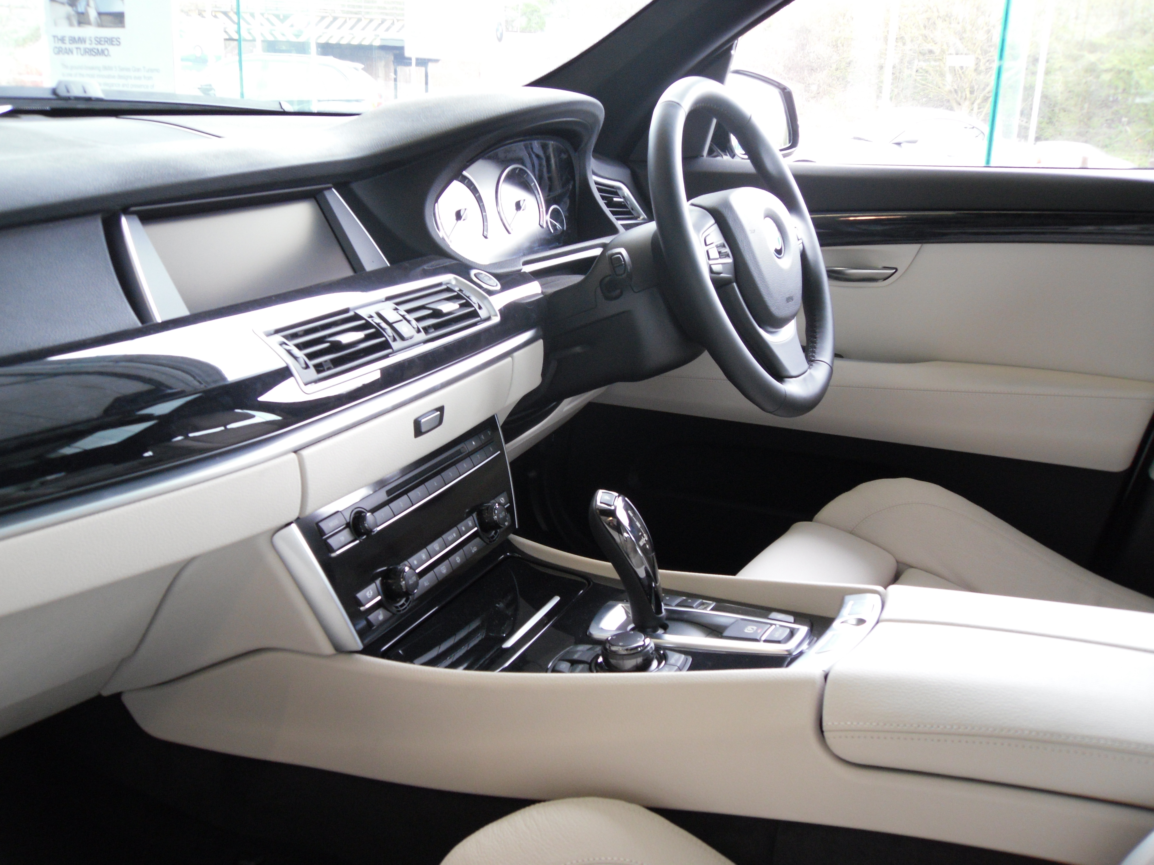 review bmw 5 series gt 530d inside lane. Black Bedroom Furniture Sets. Home Design Ideas