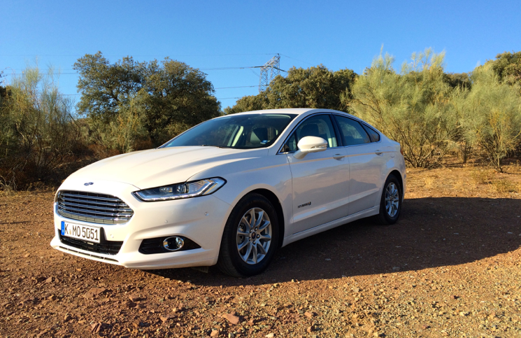 Review 2015 Ford Mondeo Hybrid Titanium Inside Lane