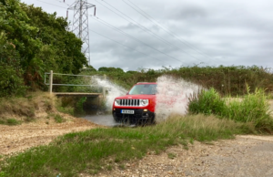 2016-jeep-renegade-off-road