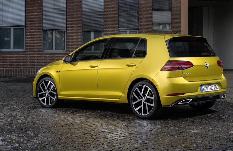 2017-volkswagen-golf-rear