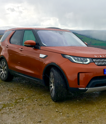 2017 Land Rover Discovery mountain